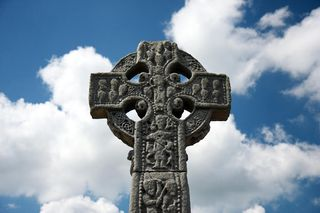 Irish-celtic-catholic-cross-pierre-leclerc